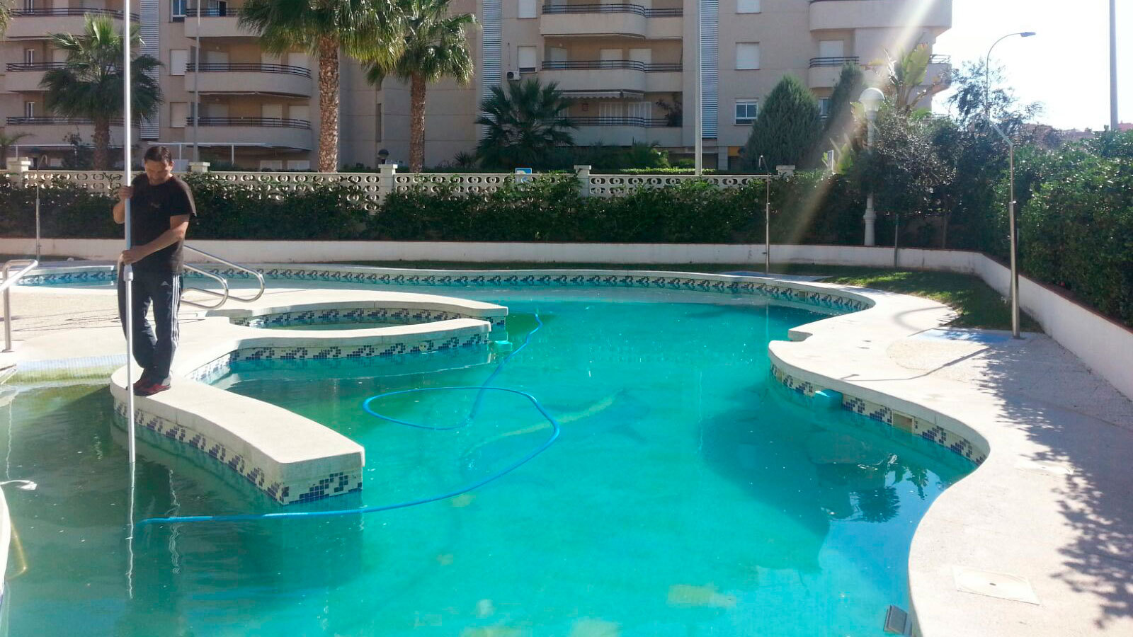 La importancia del mantenimiento de piscinas menorca for Piscinas de sal mantenimiento